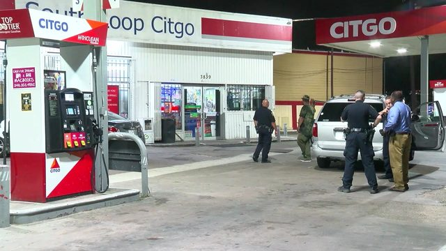 Gas station clerk shot in abdomen during robbery in southeast Houston