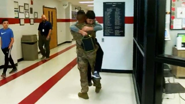 HEARTWARMING: Brother deployed for nearly a year surprises his younger…