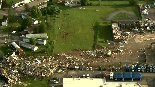 Top 5 videos, photos that show destructive path of deadly EF3 tornado in…