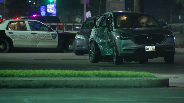 One killed when driver runs red light, hits other vehicle in…