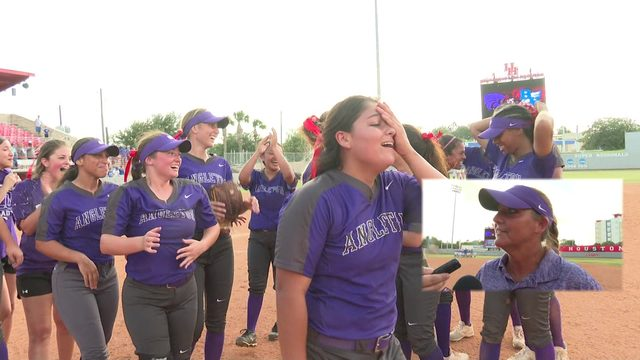 Angleton softball headed to state tournament, chasing school's second title