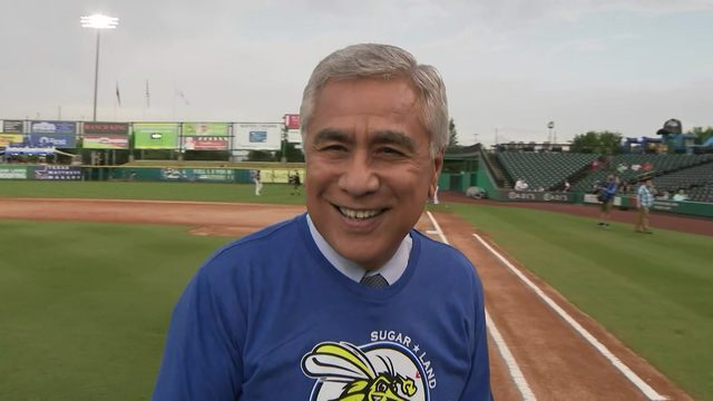 KPRC's Bill Balleza throws first pitch at Sugar Land Skeeters game
