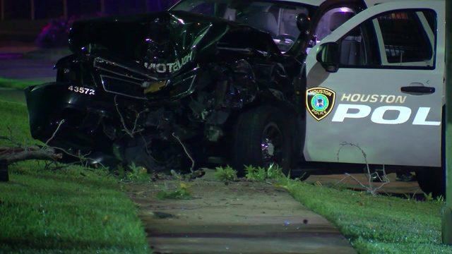 Officer, mother, toddler hurt in west Houston crash