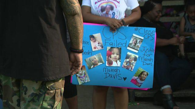 Community gathers for vigil held outside apartment where Maleah Davis lived
