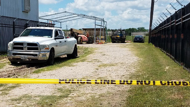 1 dead in southeast Houston industrial accident, police say