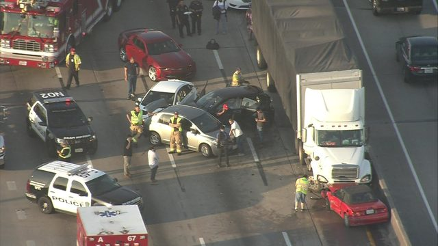 3 hurt in 11 car pileup on North Freeway