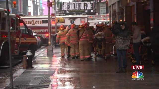 Pilot killed after helicopter crashes on top of building in midtown Manhattan