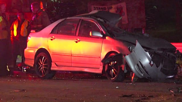 1 killed after car drifts out of lane, collides with oncoming H-E-B…