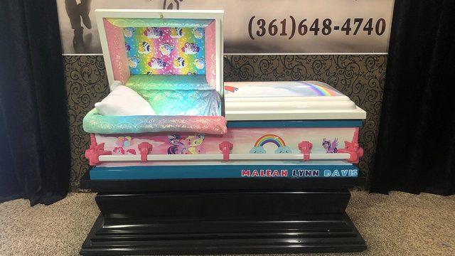 Custom casket company donates casket for Maleah Davis' duneral