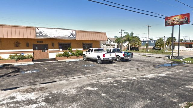 Child hospitalized after being left in vehicle at Galveston restaurant