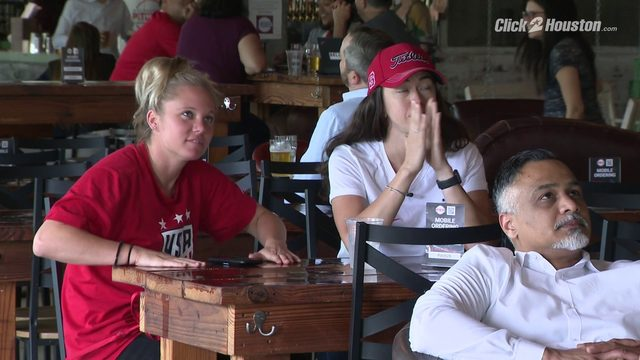 Houston soccer fans flock to Pitch 25 to watch USA-Spain game