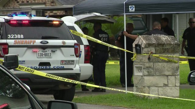 Homeowner shoots intruder to death, sheriff says
