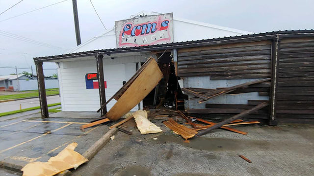 Car crashes into Pasadena bar while employee cleans