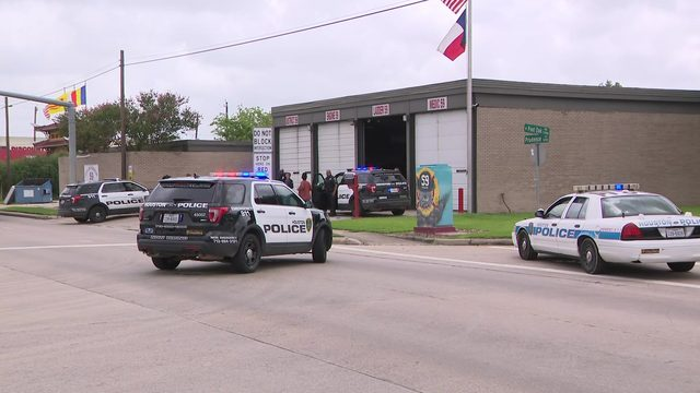 Shooting victim turns up at southwest Houston fire station
