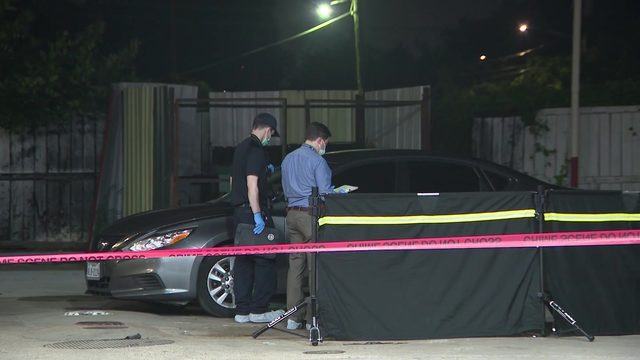 Man found shot to death at southeast Houston gas station