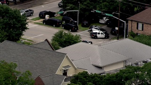 Standoff underway in Houston Heights