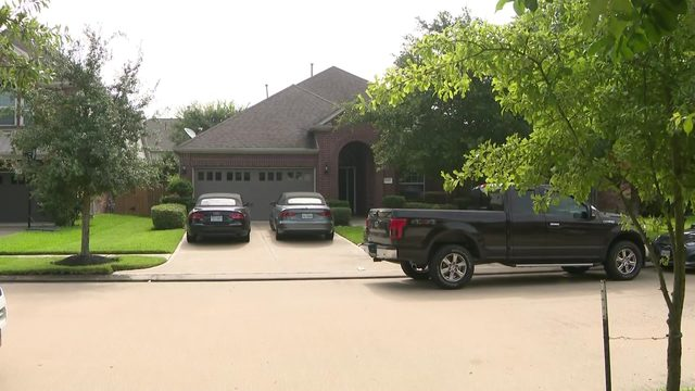 Brother, sister dead, 3 others injured in murder-suicide in Katy home