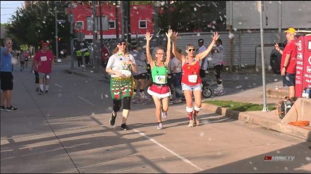Christmas fanatics participate in holiday-themed 5K run in downtown Houston