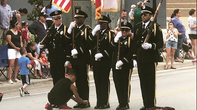 HEARTWARMING: Boy ties honor guard member's shoe laces during parade