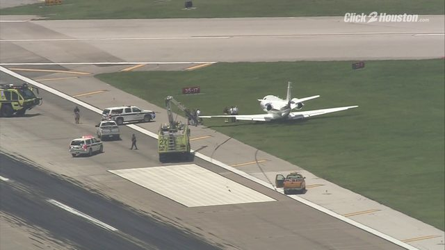 Small plane veers off track after losing its brakes