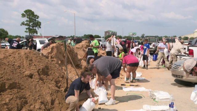 Barry Blog: Sandbagging preps underway in New Orleans, Lafayette