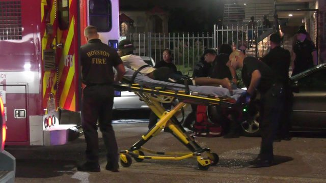 4 shot after armed men storm apartment complex courtyard, open fire