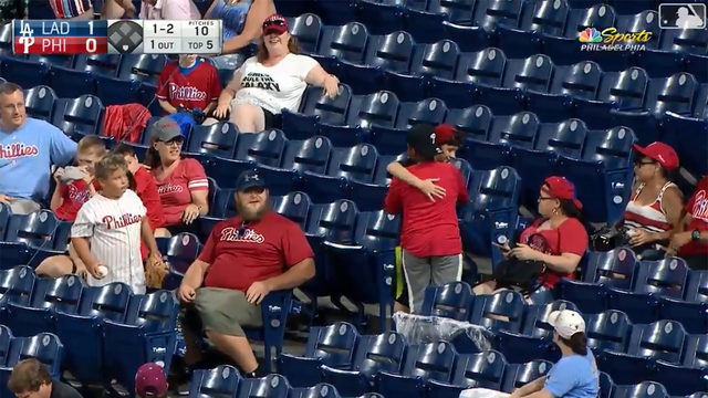 Take 20 seconds to watch these young baseball fans make the world a better place
