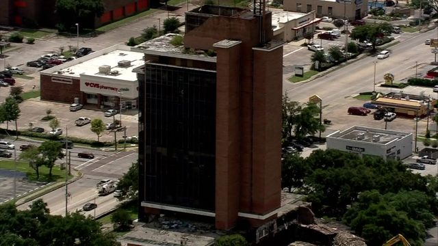 5 things to know about the First Pasadena State Bank tower implosion…