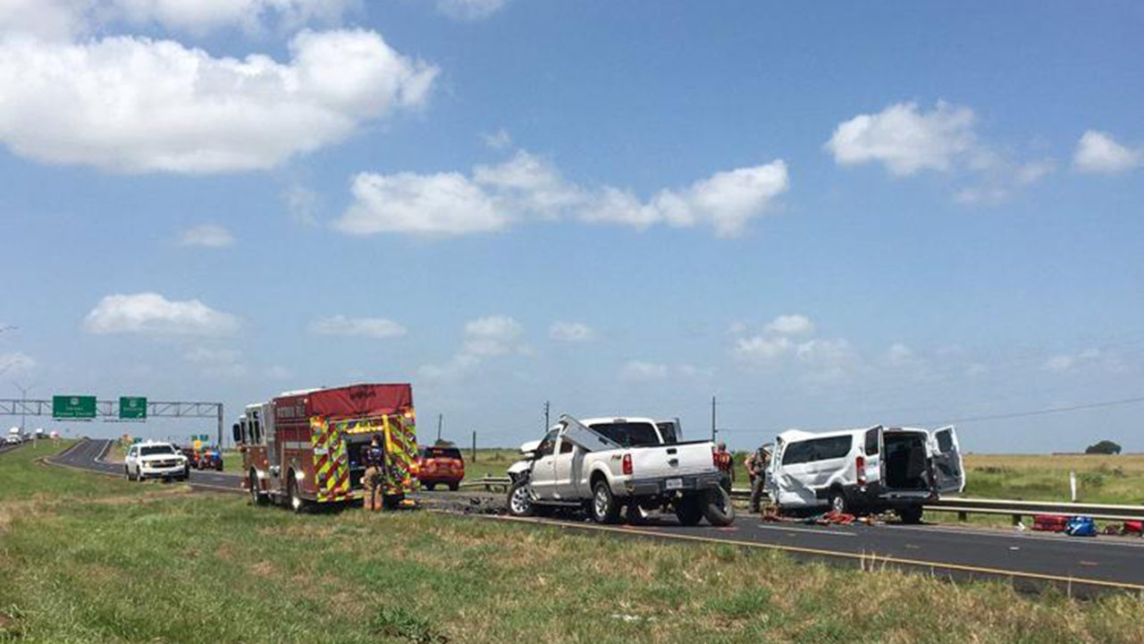 5 family members, including 2 children, killed in 3-vehicle