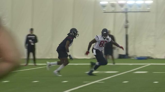 Texans camp notebook: Jordan Akins makes tremendous catches during training