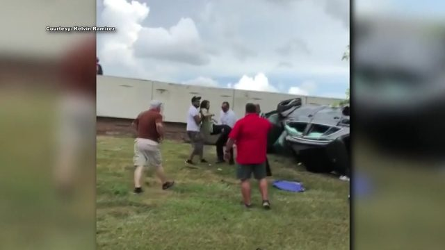 Good Samaritans rush to help trapped woman after crash with 18-wheeler