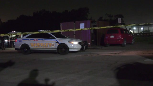 Deputy shoots, kills carjacker who was beating K-9 officer with pistol,…