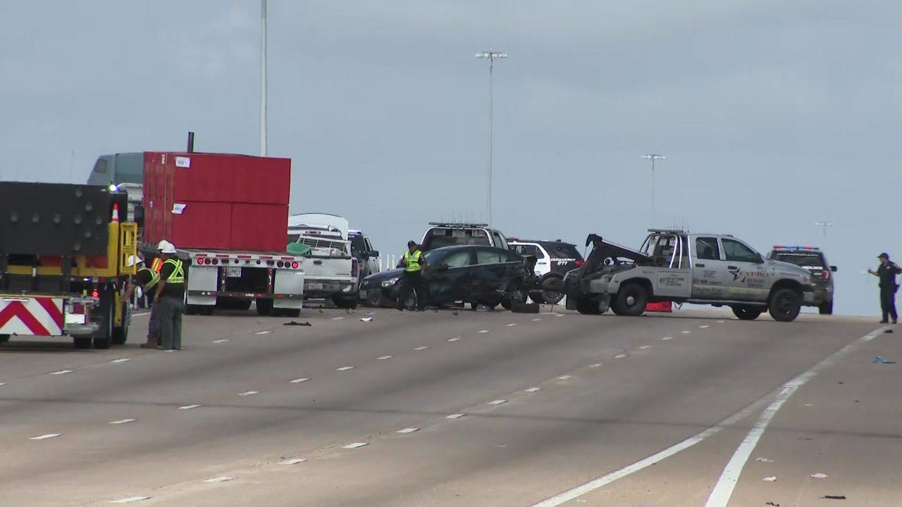 2 children critically injured after crash on Katy Freeway