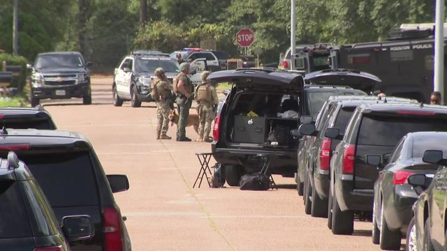 SWAT at scene of hostage situation in northeast Houston, police say