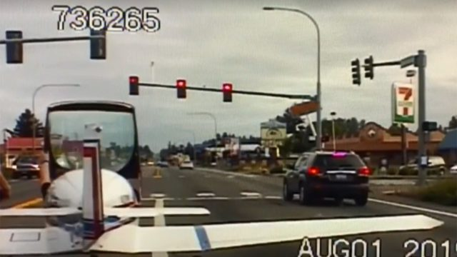 VIDEO: Amazing emergency landing ends at traffic light