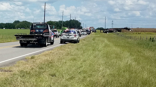 1 person dead after crash involving 18-wheeler carrying cars near Hockley