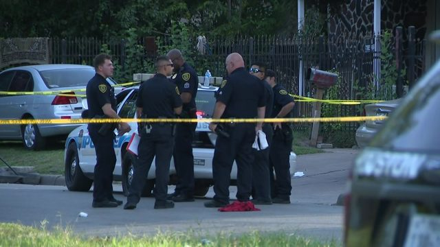 Officers shoot armed man who shot multiple people on NE Houston street,…