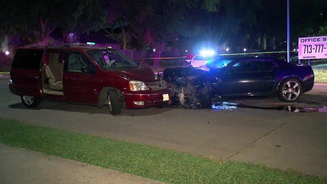 Husband loses leg attempting to stop carjacking with wife inside car, police say