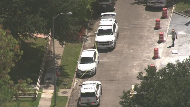 Teen dies after being shot in Fort Bend County; another teen detained