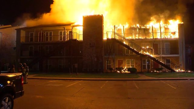 Massive apartment fire sends flames shooting over 100 feet in air,…
