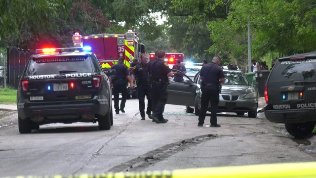 Police: 3 killed, 2 injured in two shootings in southeast Houston