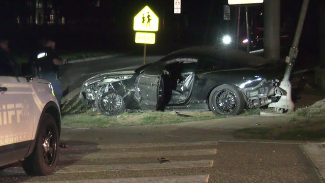Mustang driver flees on foot after hitting, seriously injuring 3…