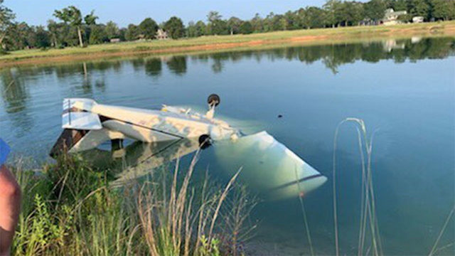 2 injured when small plane crashes into pond near Willis