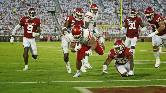 Hurts has 6 TDs, No. 4 Oklahoma beats Houston 49-31