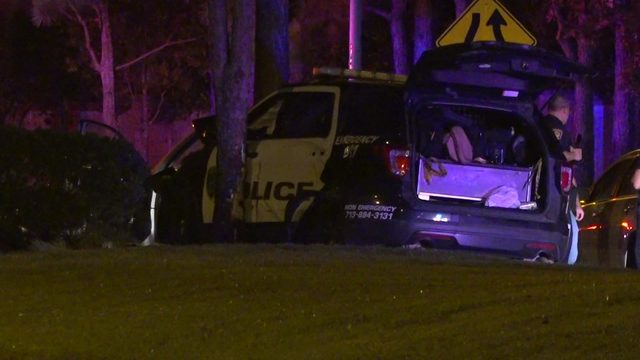 2 HPD officers injured in crash while chasing group involved in ATM…