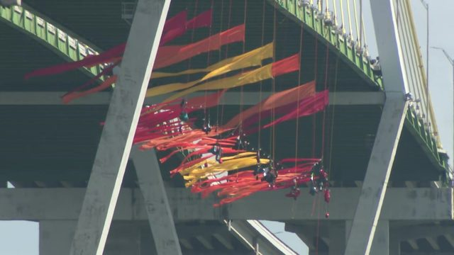 Greenpeace protest snarls traffic on Fred Hartman Bridge, closes Houston…
