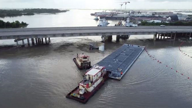 Barges successfully removed from I-10 San Jacinto bridge