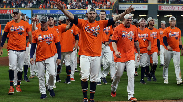 Astros clinch third straight division title