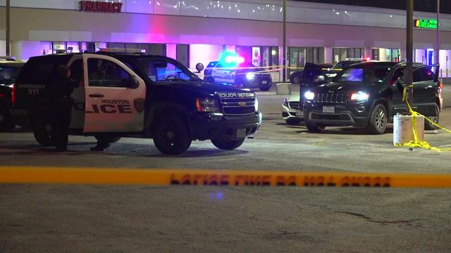 1 dead, another injured after shooting outside bar in SE Houston