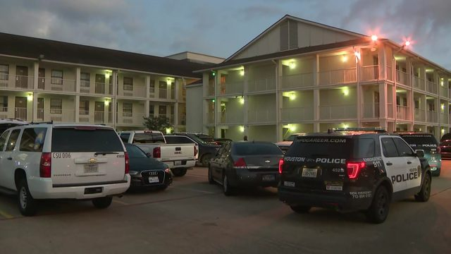 Man dies after being stabbed in neck at west Houston motel